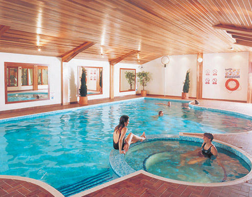elstead-hotel-swimming-pool