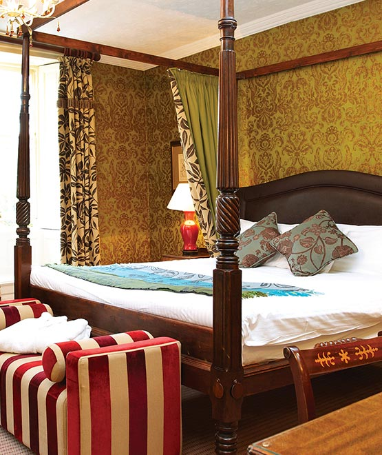 hall-garth-hotel-four-poster-bed